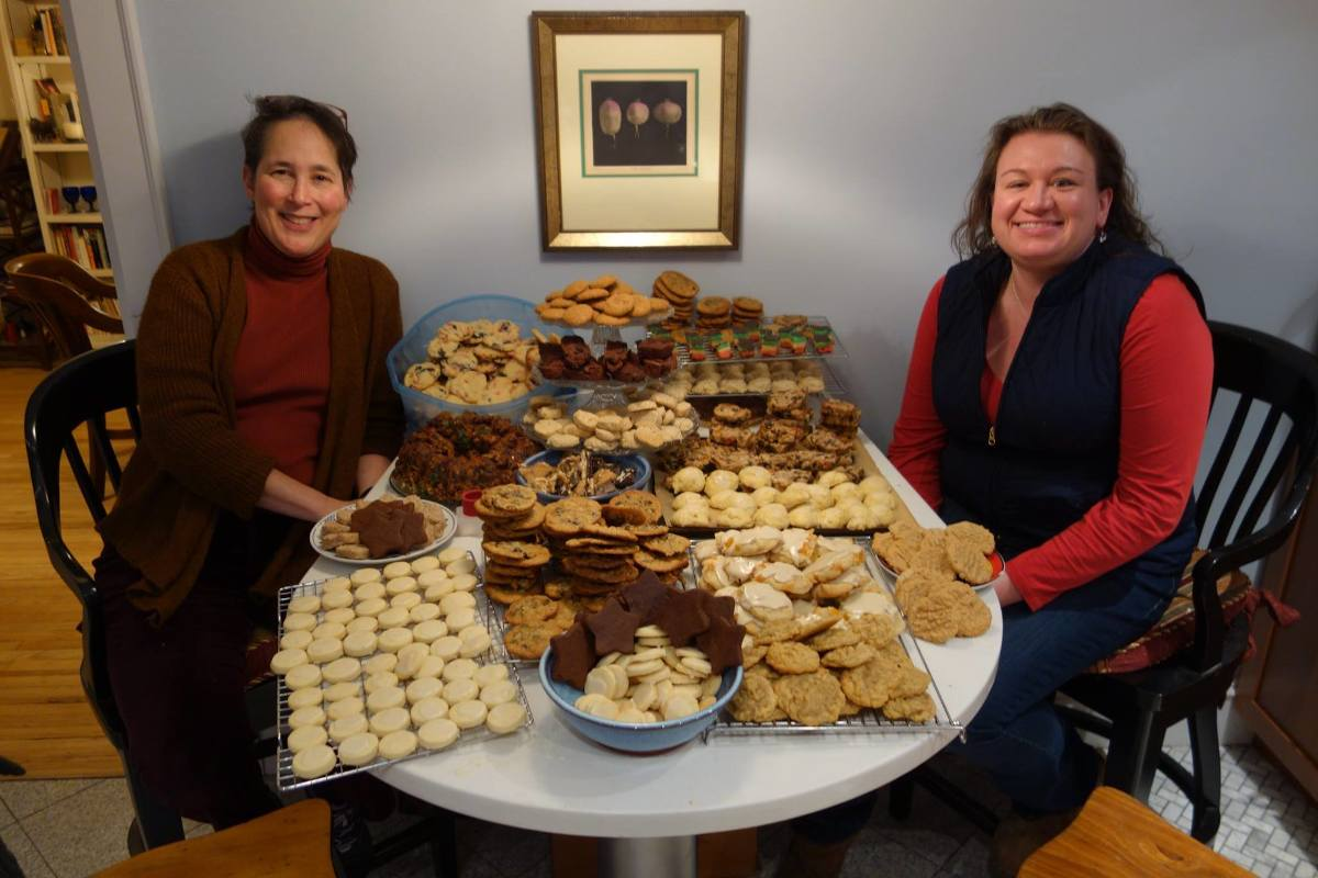 Pat and Anne with cookies 2015